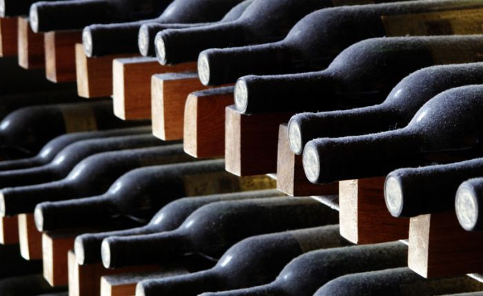 Impact of long bottle aging on volatile composition of red wines
